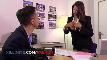Anna Polina en lingerie se fait prendre par derrière au bureau