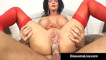 Maman mature Deauxma se fait fourrer dans tous ses trous avec 26 minutes de jeu anal et enculer dans son deuxième film anal! Explosion du passé dans