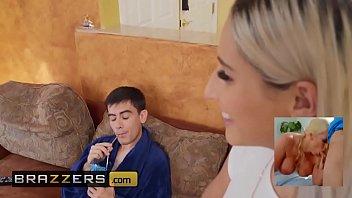 www.brazzers.xxx/gift - copiez et regardez la vidéo complète d'Abella Danger